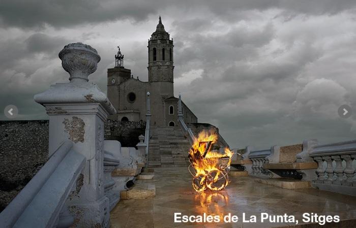 Festival cine fantástico Sitges 2013 - cochecito quemándose frente a la iglesia